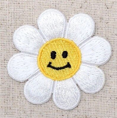 LARGE Daisy - White/Smiling Face/Flower - Iron on Applique/Embroidered Patch