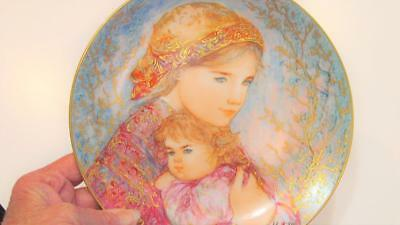 """Edwin Knowles Edna Hibel """"Emily & Jennifer"""" Collector Plate 1986 Mother's Day"""