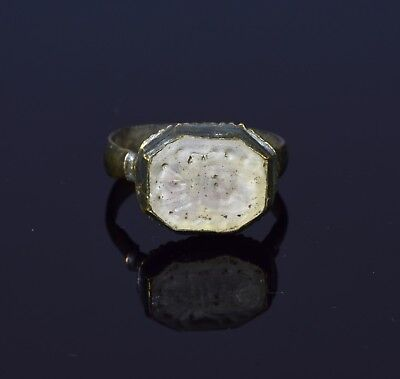 Late Medieval bronze signet ring with carved heraldic crest  - T41