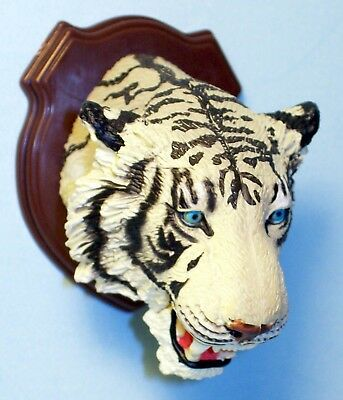 Takara Tomy ARTS 3-D Capsule Encyclopedia Hunting Trophy white Tiger US seller