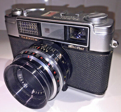 A classic Yashica Minister rangefinder for 35mm film with case, 1960s ...but...