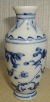 Unbranded ~ Blue And White Chinese Style Vase Miniature