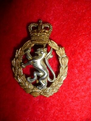 Women's Royal Army Corps QC Cap Badge - British Army KK 2190