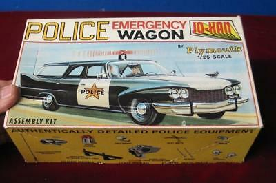 Vintage 1960 Plymouth  Police Emergency Wagon Jo-Han 1:25 kit