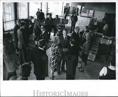 1971 Press Photo George McGovern with Guests at Racine Wisconsin Reception