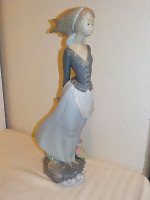 Lladro Figurine Sea Breeze * Girl Holding Book In The Wind * Perfect Condition