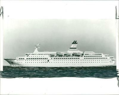 SHIP: ASTOR - Vintage photo