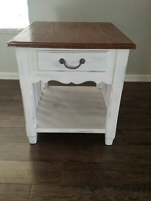 Beautiful Antique Rustic Ethan Allen Side Table (Farmhouse Style)