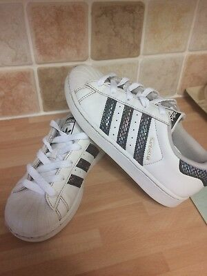 ADIDAS SUPERSTAR TRAINERS size UK 3 TODDLER VGC £4.99