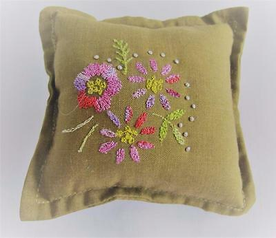 VINTAGE 1930's FLORAL EMBROIDERED SEWING NEEDLEWORK PIN CUSHION