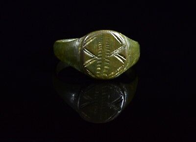 Ancient Roman Legionary Bronze Decorated Seal Ring  - T84