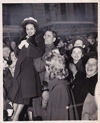 FIFTH AVENUE CROWD by IRVING HABERMAN * NEW YORK from PM * VINTAGE 1948 photo