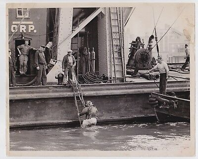 SALVAGE DIVERS by JOHN DEBIASE * New York from PM * VINTAGE 1940s photo