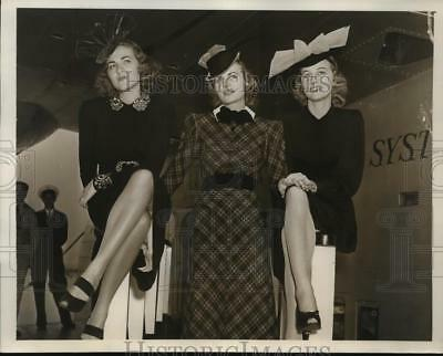 1939 Press Photo Models Showing Off Fall Fashion that Came on the Dixie Clipper