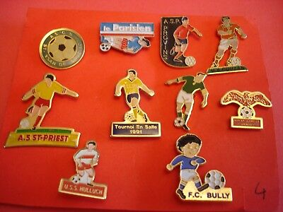 Foot - Tres Joli Rare Lot De 10 Pin S Sur  Le  Foot  ( 4 )