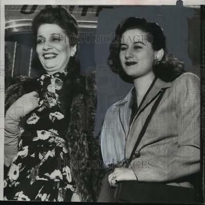 1950 Press Photo Egypt's Queen Mother Nazli and Her Daughter, Princess Fathya