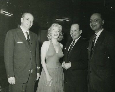 Marilyn Monroe poses with some happy men movie star 8x10 photo