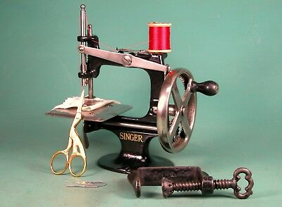 ** Nice * 1910 Singer 20 Toy Sewing Machine * 4 Spoke Wheel * Clamp * Refinished