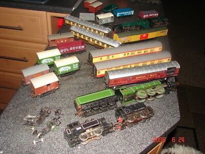 Job Lot Oo  Model Train Locomotives & Carriages In Varied Conditions