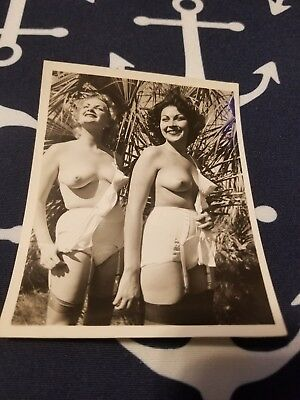 1950s Snapshot 4X5 photo Risque Pin up TWO GIRLS NUDE OUTDOORS ON A NUDE BEACH 2