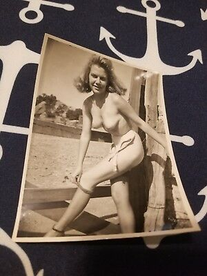 1950s Snapshot 4X5 photo Risque Pin up BLONDE GIRL NUDE ON A FARM AMATEUR 1h