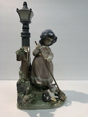 """Lladro 5286 Fall Cleanup Girl With Cat & Broom Under Lamp Post 13.00"""" Tall w/Box"""