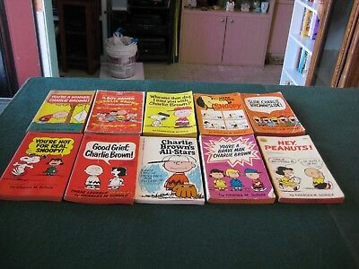 Lot Of 10 Different Vintage  Peanuts Snoopy Charlie Brown Paperbacks Books