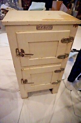 Vintage Shabby Ice Chest  R.h. Macy Herald Square   Ice Chest/box