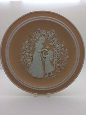 Franklin Mint 1979 Mothers Day Mother and Daughter Porcelain Plate