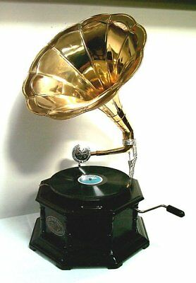 G197: Nostalgic Funnel Gramophone, 8 Square with Shellack Plate and Pins