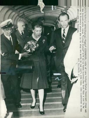 Dwight D. Eisenhower with mrs. mamie. - Vintage photo