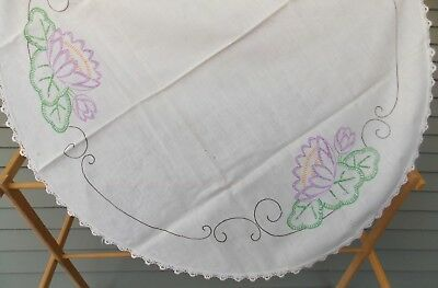 """Vintage Oval White Table Cloth Hand Sewn Embroidery Flowers Lace Trim 31"""" x 37"""""""