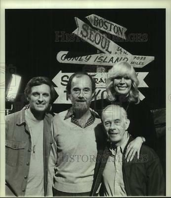 "1983 Press Photo Cast members of ""M*A*S*H"" television series - hca73237"