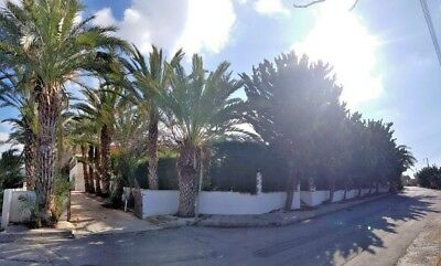 FOR SALE Private Villa of 7 Bedrooms in Chloraka  1,300 meters from the Beach.