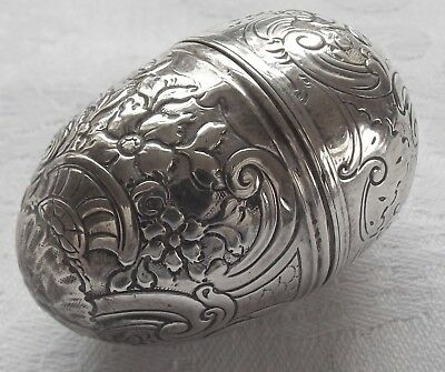 18th CENTURY STERLING SILVER EGG SHAPED NUTMEG GRATER