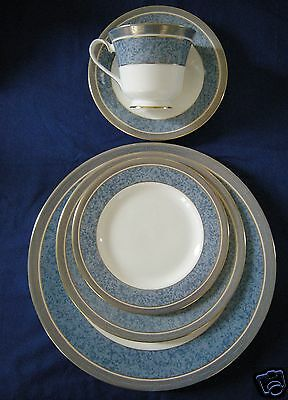 Royal Doulton ST PAUL'S  5 Pc Place Setting dinner salad side plate saucer cup