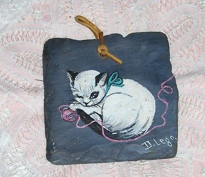 Vtg Slate Hand Painted White Cat & Yarn Wall Hanging Kitten Plaque Signed D Lego