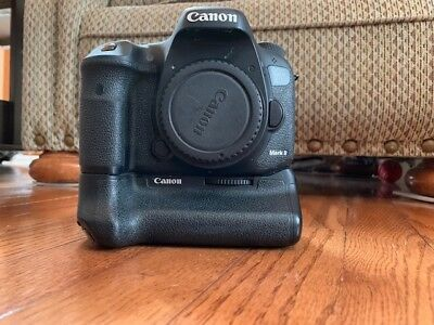 Canon EOS 7D Mark II W/Canon Battery Grip BG-E16 + 2 Canon Batteries + More Used