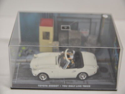 Nr. 7 James Bond 007 Modellauto Collection - Toyota 2000GT 1:43 in Box Riss