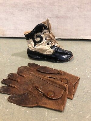Vintage 1920S 2 Individual Baby Shoes With Gloves
