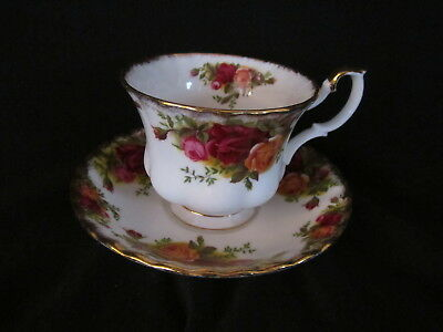 Royal Albert - OLD COUNTRY ROSES - Teacup and Saucer - Made In England