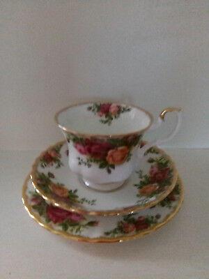 Vintage Royal Albert 'Old Country Roses' Trio - Cup/Saucer/Plate - 1962 - VGC