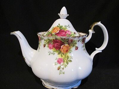 Royal Albert - OLD COUNTRY ROSES - Teapot 6 Cup - Made In England