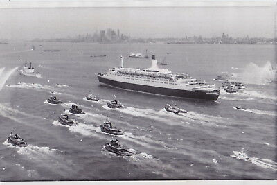 RMS QUEEN ELIZABETH 2 Maiden Voyage in NYC* Rare VINTAGE 1969 OCEAN LINERS photo