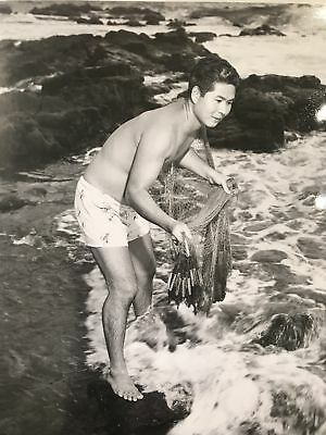 Vintage united Air Lines Press Photo Of Hawaiian Fisherman