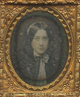 1840 Tiny Union Case With Daguerreotype Of Pretty Smiling Girl