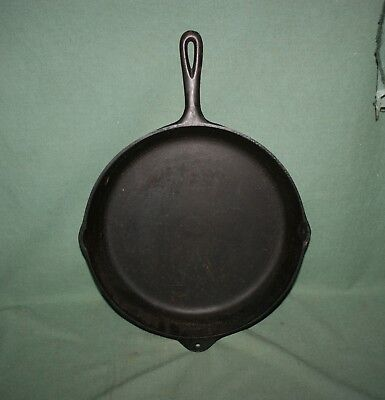 Large Antique 13 1/4 No 12 Cast Iron Skillet Heat Ring Clean