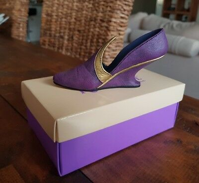 Just The Right Shoe by Raine - No 2