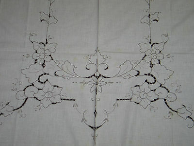 """Lovely Vtg Embroidered Cutwork Lace Tablecloth 78""""x62"""""""