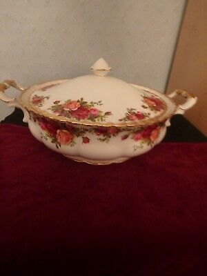"""Royal Albert English Bone China """"old Country Roses""""  Large Tureen With Lid"""